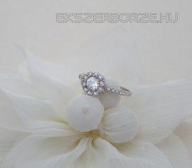 Ezüst eljegyzési gyűrű cirkónia kövekkel
