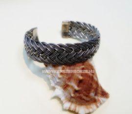 Fonott különleges merev ezüst karkötő