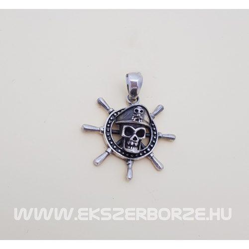 Ezüst kalózos medál hajókormánnyal és koponyával