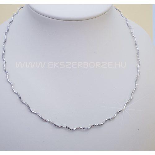 Csillogó ezüst nyakék