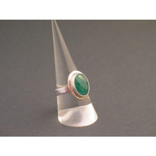 Ezüst gyűrű természetes kővel