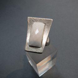 DUCADORO fehér achát köves ezüst gyűrű