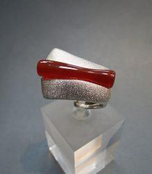 DUCADORO ezüst gyűrű karneol kővel