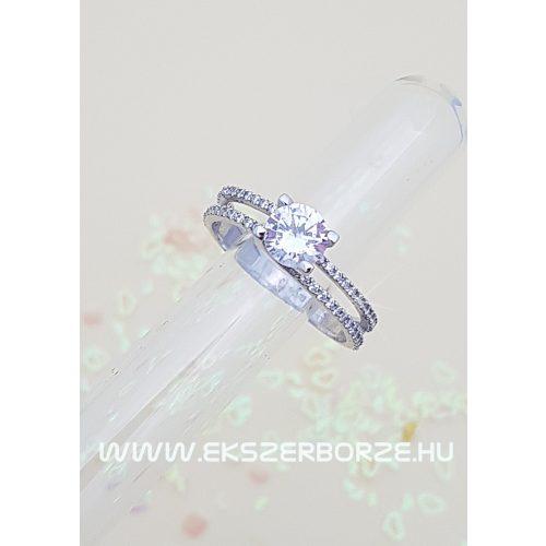 Fehér  arany eljegyzési gyűrű.