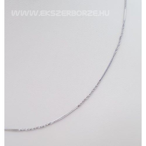 Fehérarany női nyaklánc csillogó csavart részekkel