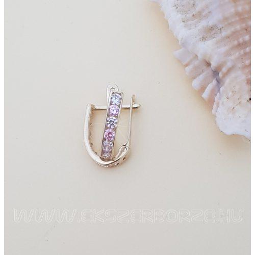 Lányka arany fülbevaló francia kapoccsal rózsaszín-fehér kövekkel
