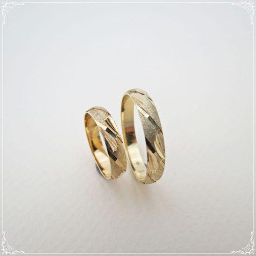 Sárga arany gyémántvésett-matt karikagyűrű