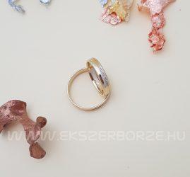 Sárga arany karikagyűrű csíkkal