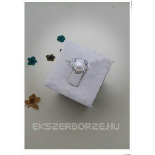 Édesvízi gyönggyel_díszített gyűrű